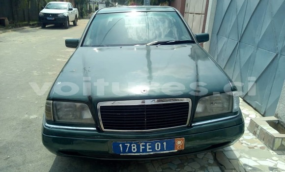 Acheter Occasion Voiture Mercedes-Benz C-klasse Vert à Abidjan, Abidjan