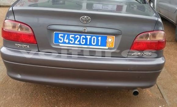 Acheter Occasion Voiture Toyota Avensis Gris à Abidjan au Abidjan