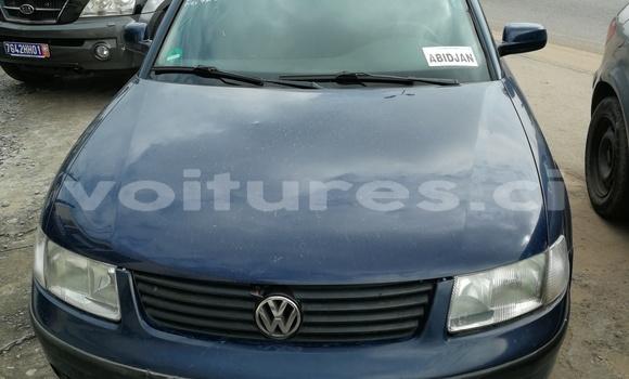 Acheter Occasion Voiture Volkswagen Passat Bleu à Abidjan au Abidjan