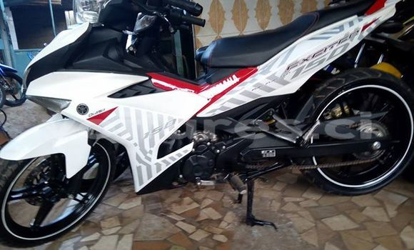 Buy Used Yamaha Exciter 150 White Moto in Abidjan in Abidjan