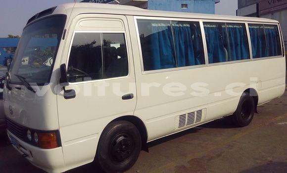 Acheter Occasion Voiture Toyota Coaster Blanc à Abidjan au Abidjan