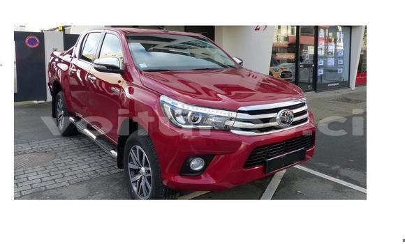 Acheter Neuf Voiture Toyota Hilux Rouge à Abidjan au Abidjan