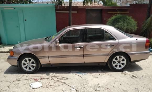 Acheter Occasion Voiture Mercedes‒Benz C-Class Beige à Abidjan au Abidjan