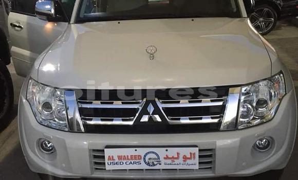Acheter Neuf Voiture Mitsubishi Pajero Blanc à Abidjan au Abidjan