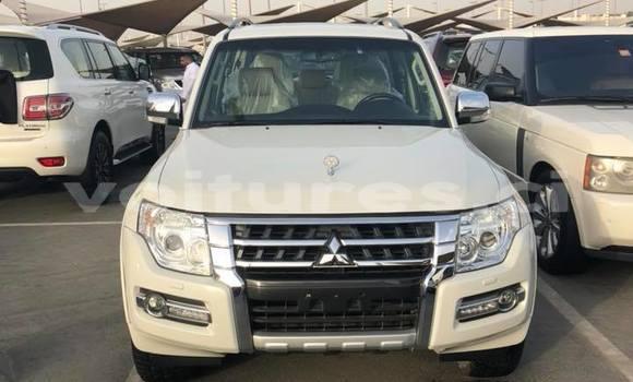 Acheter Occasion Voiture Mitsubishi Pajero Blanc à Abidjan au Abidjan