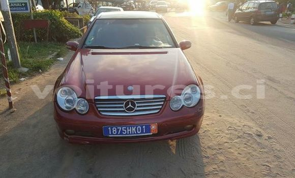 Acheter Occasions Voiture Mercedes‒Benz C–Class Rouge à Abidjan au Abidjan
